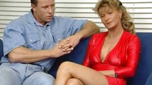 او عاشق نشان دادن فیلم سکس دیک است