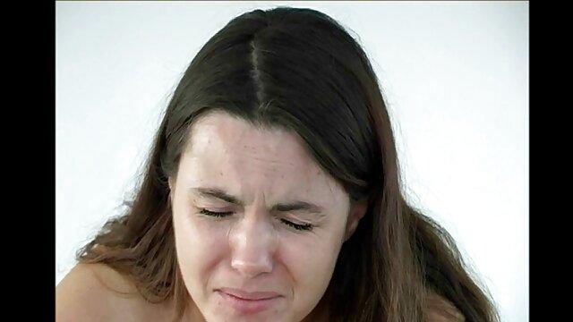 همسر رئیس جوان کانال سکسی در موبوگرام کارکنان را اغوا می کند 07