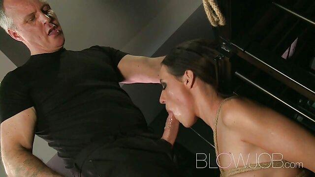 سرخ کیرا رولر اولین سکس خوب فیلم فاک الاغ خود را امتحان می کند!