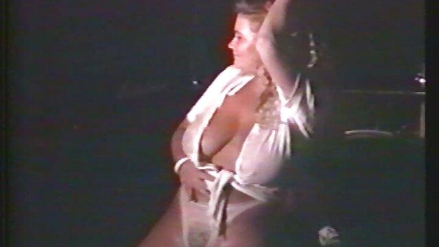 دختران مهمانی مادلین مونرو و استیوی شی عکس سکس در حمام