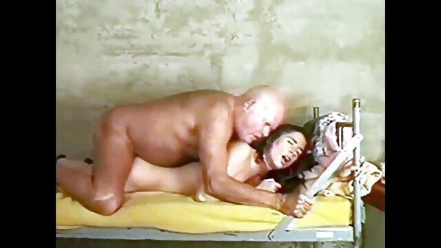 اولین خروس بزرگ او را از فیلم سکس با عروسک جنسی گلو عمیق بگیرید