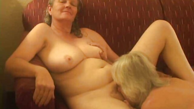 کشیدن و عکس سکس کردن کشیدن پستانک هایش در حال پرستاری